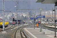 - linea ferroviaria Arcisate-Stabio, aperta dopo nove anni di lavori, collega direttamente la città di Varese e quella svizzera di Mendrisio, Lugano con l'aereoporto internazionale della Malpensa ed è parte del corridoio merci Europeo Genova - Rotterdam; stazione di Mendrisio<br /> <br /> - Arcisate-Stabio railway line, opened after nine years of work, directly connects the city of Varese and the Swiss city of Mendrisio, Lugano with the Malpensa international airport and is part of the European freight corridor Genoa - Rotterdam; Mendrisio station
