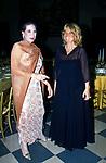 MARISELA FEDERICI CON LA MARCHESA SFORZA CESARINI<br /> BALLO DI BENEFICENZA AIRC A PALAZZO ALTIERI ROMA 2002