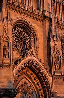 Europe/France/Centre/45/Loiret/Orléans : La cathédrale Sainte-Croix dont la construction fut commencée au XIII° et poursuivie jusqu'au XVI° siècle (Architecture gothique) dans la lumière du soir