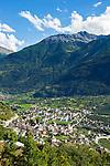 Switzerland, Canton Valais, Leuk: with Bishop's Castle | Schweiz, Kanton Wallis, Leuk: am Nordhang des Rhonetals mit dem Bischofsschloss Leuk