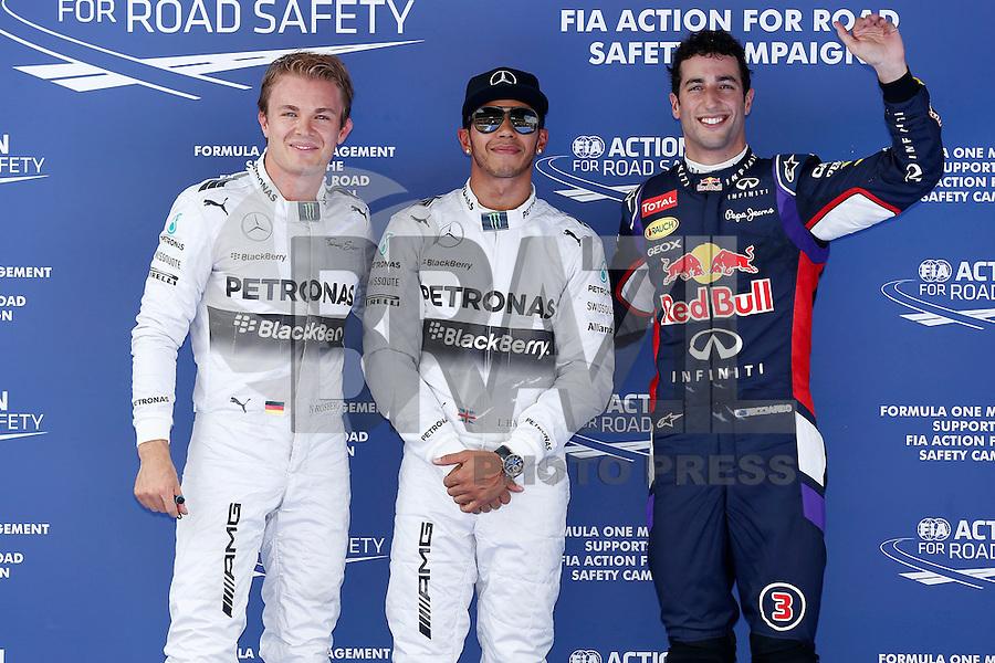 BARCELONA, ESPANHA, 10.05.2014 - F1 - GP ESPANHA - TREINO CLASSIFICATORIO - (E/D)<br /> Nico Rosberg (GER, Mercedes AMG Petronas F1 Team), Lewis Hamilton (GBR, Mercedes AMG Petronas F1 Team), e Daniel Ricciardo apos o treino classificatorio para o Grande Premio da Espanha em Barcelona, neste sabado, 10. (Foto: Pixathlon / Brazil Photo Press).
