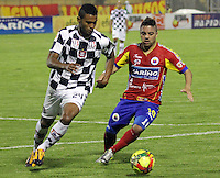 PASTO -COLOMBIA, 11-03-2014. Juan Villota  (Der.) jugador del Deportivo Pasto  disputa el balon con Edwin Avila  (Izq.) jugador del Boyaca Chico F.C. durante partido de la decima fecha de la Liga Postobon I 2014, jugado en el estadio La Libertad  de la ciudad de Pasto. / Juan Villota (R) player of Deportivo Pasto  fights for the ball with Edwin Avila  (L) player of Boyaca Chico F.C. during a match for the tenth date of the Liga Postobon I 2014 at the Libertad  stadium in Pasto city. Photo: VizzorImage / Leonardo Castro / STR.