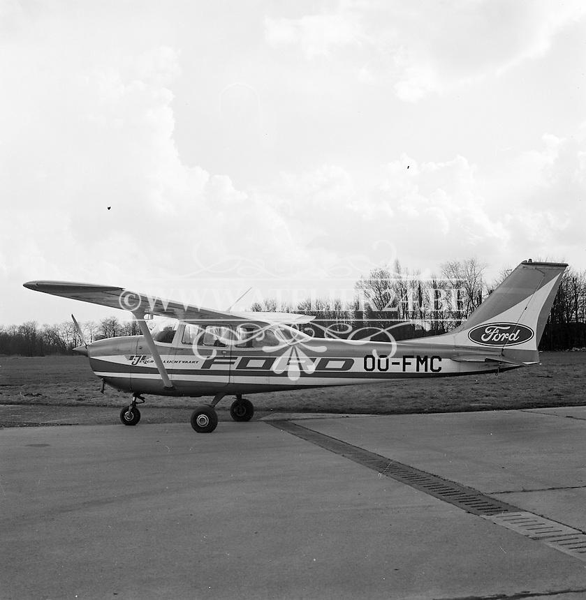 Maart 1970. Reims F172H vliegtuig OO-FMC op de luchthaven van Deurne.