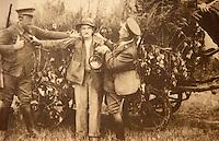 Europe/France/Centre/41/Loir-et-Cher/Sologne/Chaon : Maison du braconnage - Photos de Raboliot braconnier solognot à la fête de la musique à Brinon