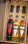 Croatia, Istria, Pula: local specialities - Red Wine Liqueur, Honey Liqueur and Mistletoe Brandy in a gift package | Kroatien, Istrien, Pula: heimische Spezialitaeten - Rotweinlikoer, Honiglikoer und Mistel-Brandy in einer Geschenkbox