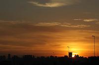 SAO PAULO, SP, 05 DE MARCO 2013 - CLIMA TEMPO. Amanhecer com sol na capital paulista nessa terça-Feira (05), foto feita no bairro da Liberdade. LUIZ GUARNIERI/ BRAZIL PHOTO PRESS.