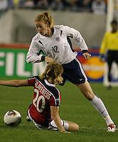 Cindy Parlow v Lise Klaveness(Norway) 2003 WWC USA/Norway quarter final.