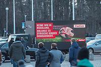 """Die Kampagnenorganisation Avaaz protestierte am Dienstag den 26. Maerz 2018 anlaesslich des Freundschaftsspiel Brasilien-Deutschland mit einem Plakatlaster fuer die Verlegung der WM aus Russland. In den Sprachen Deutsch, Englisch und Portugiesisch forderte die Organisation unter dem Motto #Cupofshame: """"Keine Fussball-WM in Russland, solange es syrische Kinder bombardiert"""". Nachdem Grossbritannien und Polen auch die islaendische Regierung angekuendigt haben keine Vertreter zur WM zu schicken, fordert Avaaz das auch weitere Laender sich an einem WM-Boykott beteiligen soll.<br /> Die Polizei stoppte den Wagen und untersagte Avaaz mit dem LKW weiter im direkten Sichtbereich um das Olympiastadion zu fahren.<br /> 27.3.2018, Berlin<br /> Copyright: Christian-Ditsch.de<br /> [Inhaltsveraendernde Manipulation des Fotos nur nach ausdruecklicher Genehmigung des Fotografen. Vereinbarungen ueber Abtretung von Persoenlichkeitsrechten/Model Release der abgebildeten Person/Personen liegen nicht vor. NO MODEL RELEASE! Nur fuer Redaktionelle Zwecke. Don't publish without copyright Christian-Ditsch.de, Veroeffentlichung nur mit Fotografennennung, sowie gegen Honorar, MwSt. und Beleg. Konto: I N G - D i B a, IBAN DE58500105175400192269, BIC INGDDEFFXXX, Kontakt: post@christian-ditsch.de<br /> Bei der Bearbeitung der Dateiinformationen darf die Urheberkennzeichnung in den EXIF- und  IPTC-Daten nicht entfernt werden, diese sind in digitalen Medien nach §95c UrhG rechtlich geschuetzt. Der Urhebervermerk wird gemaess §13 UrhG verlangt.]"""