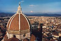 - Florence, town panorama with the cupola of Dome, Santa Maria del Fiore cathedral....- Firenze, panorama della città con la cupola del Duomo, cattedrale Santa Maria del Fiore ..