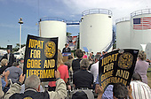 United States Vice President Al Gore, the 2000 Democratic Party candidate for President of the United States, appears at the Burch Oil facility in Hollywood, Maryland to talk about the high cost of fuel on September 21, 2000.  In his remarks, Gore called on the administration to release oil from the U.S. Strategic Oil Reserve to help stabilize and lower the cost of oil.<br /> Credit: Ron Sachs / CNP