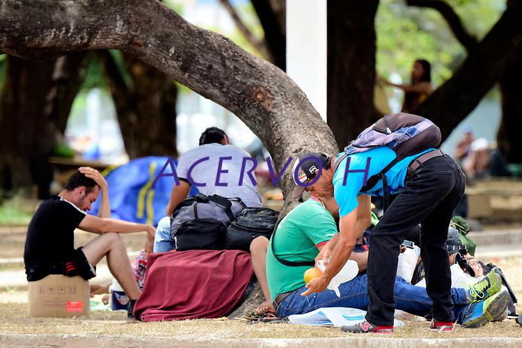 Cerca de 300 venezuelanos estão acampados na praça Simón Bolívar, zona Sul de Boa Vista, capital de Roraima. De acordo com dados da prefeitura, 40 mil imigrantes estão vivendo na cidade, representando mais de 10% de sua população de 330.000 habitantes.