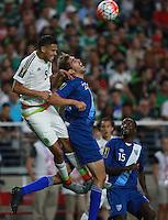Hector Herrera de  de Mexico y Minor Lopez de Guatemala  ,durante partido entre las selecciones de Mexico y Guatemala  de la Copa Oro CONCACAF 2015. Estadio de la Universidad de Arizona.<br /> Phoenix Arizona a 12 de Julio 2015.