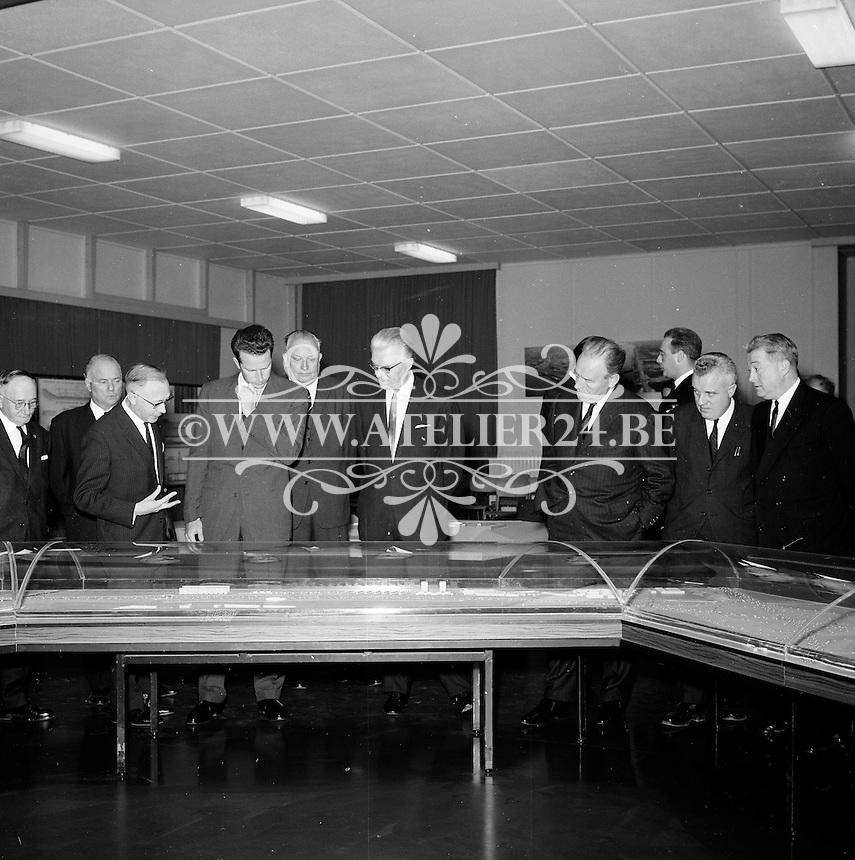 Oktober 1966. Bezoek van Koning Boudewijn aan de bouwwerf van de Antwerpse Ring.