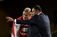 BOGOTA-COLOMBIA, 21-02-2020: Harold Rivera, técnico de Independiente Santa Fe da instrucciones a Diego Valdes durante partido de la fecha 6 entre Independiente Santa Fe y America de Cali, por la Liga BetPLay DIMAYOR I 2020, en el estadio Nemesio Camacho El Campin de la ciudad de Bogota. / Harold Rivera, coach of Independiente Santa Fe gives instructions to Diego Valdes during a match of the 6th date between Independiente Santa Fe and America de Cali, for the BetPlay DIMAYOR I Leguaje 2020 at the Nemesio Camacho El Campin Stadium in Bogota city. / Photo: VizzorImage / Luis Ramirez / Staff.