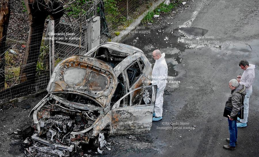 - NAPOLI 26 SET  2013 - Camorra, scoperto a Boscoreale<br /> un altro cadavere carbonizzato.<br /> Un altro cadavere in auto data alle fiamme nel napoletano. A Boscoreale, i carabinieri sono intervenuti in via traversa Boccapianola, dove è stata trovata la carcassa della vettura la salma all'interno.