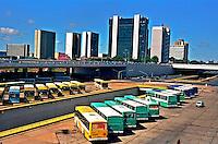 Estação rodoviária e setor comercial. Brasília. 2001. Foto de Juca Martins.