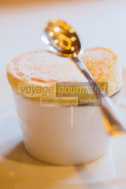 Europe/France/Rhone-Alpes/73/Savoie/Courchevel: Restaurant: Le White, au Cheval Blanc, le Jardin Alpin, Soufflé chaud au génepi