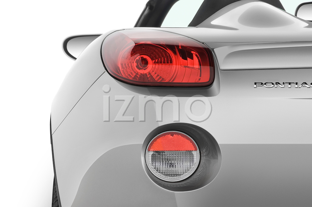 Tail light close up detail view of a 2008 Pontiac Solstice