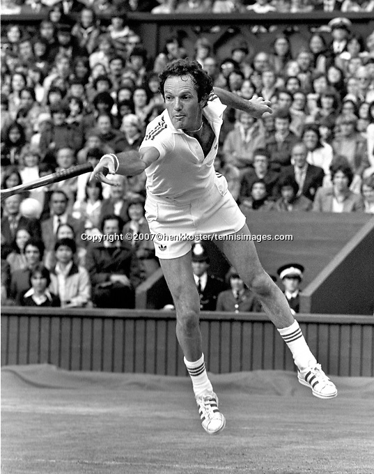 1978, Wimbledon,Tom Okker loses his racket when he volly's in his match against Borg