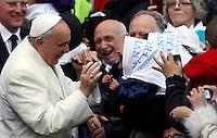 Papa Francesco visita la parrocchia del Sacro Cuore di Gesu' a Castro Pretorio, Roma, 19 gennaio 2014.<br /> Pope Francis visits the Sacro Cuore di Gesu' al Castro Pretorio parish church in Rome, 19 January 2014.<br /> UPDATE IMAGES PRESS/Riccardo De Luca<br /> <br /> STRICTLY ONLY FOR EDITORIAL USE