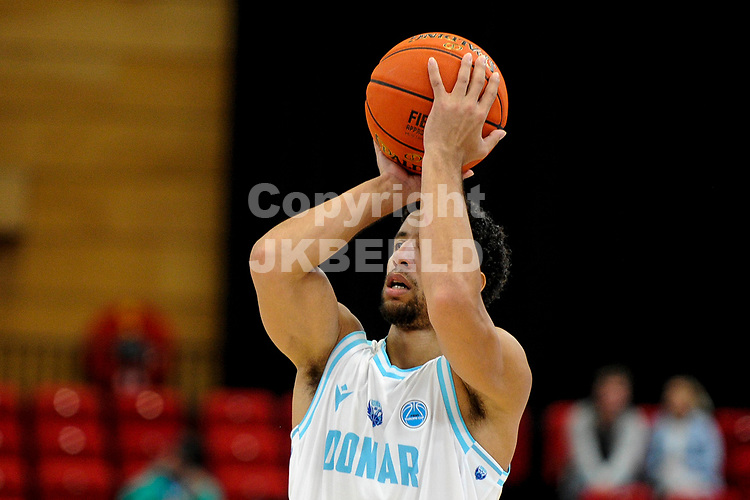GRONINGEN - FIBA Basketbal-bubbel. finale, Donar - Lisboa Benfica seizoen 2021-2022, 01-10-2021, Donar speler Leon Williams