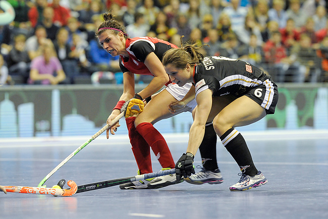 Berlin, Germany, February 10: During the FIH Indoor Hockey World Cup quarterfinal match between Germany (black) and Poland (red) on February 10, 2018 at Max-Schmeling-Halle in Berlin, Germany. Final score 3-1. (Photo by Dirk Markgraf / www.265-images.com) *** Local caption *** Luisa STEINDOR #6 of Germany