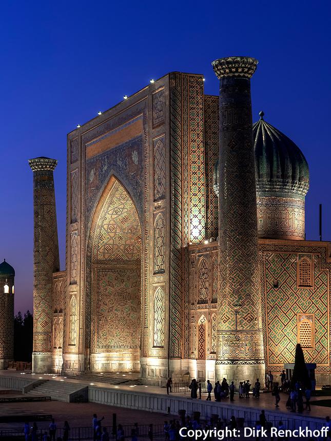 Registan mit Sherdor Medrese, Samarkand, Usbekistan, Asien, UNESCO Weltkulturerbe<br /> Sherdor Madrasa at Registan Square, Samarkand, Uzbekistan, Asia, UNESCO Heritage Site