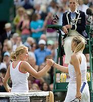 26-6-08, England, Wimbledon, Tennis,  Sharapova congretulates    Kudyavtseva (L)