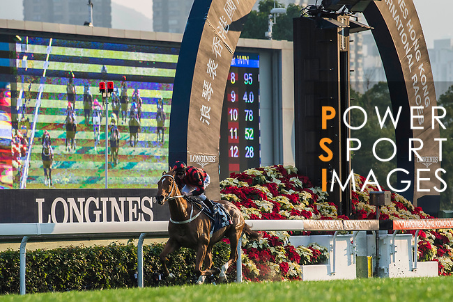 Jockey Zac Purton riding Time Warp #9 wins the Longines Hong Kong Cup (G1, 2000m) during the Longines Hong Kong International Races at Sha Tin Racecourse on December 10 2017, in Hong Kong, Hong Kong. Photo by Victor Fraile / Power Sport Images