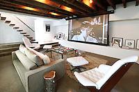 PIC_1644-BETSY MORGAN MOVIE THEATER HOUSE – NEW YORK PR
