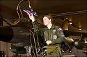 -2008-Reims- Capitaine Virginie Guyot chef de patrouille première femme pilote de chasse à faire partie de la Patrouille de France.