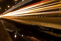 Luzes refletidas na Av. Almirante Barroso próximo ao viaduto Carlos Marighella no bairro do Marco.<br /> Belém, Pará, Brasil.<br /> Foto Maycon Nunes<br /> 21/01/2015