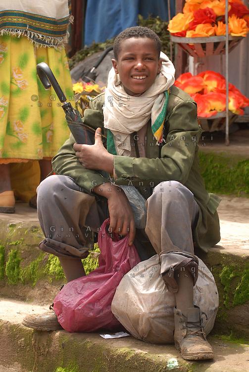 Addis Abeba, ragazzo al  Shola market