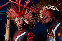 Índios da Etnia Assurini do sul do Pará dançam se preparando para abertura dos jogos indígenas com a participação de 14 etnias do estado e mais uma do Tocantins e participação de 500 atletas.<br /> Tucuruí Pará Brasil.<br /> 16/06/2004<br /> Foto Paulo santos/Interfoto<br /> <br /> Jogos Indígenas.<br /> Tucuruí , Pará, Brasil.<br /> Foto Paulo Santos<br /> 2004