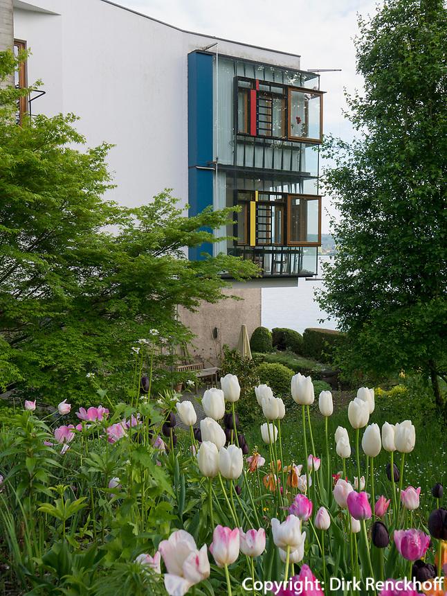 Wohnhaus erbaut 1996 von Christoph Mäckler, Gartenanlage Stiegeler Park, Konstanz, Baden-Württemberg, Deutschland, Europa<br /> House built 1996 by Christoph Mäckler in Stiegeler Park gardens, Constance, Baden-Württemberg, Germany, Europe