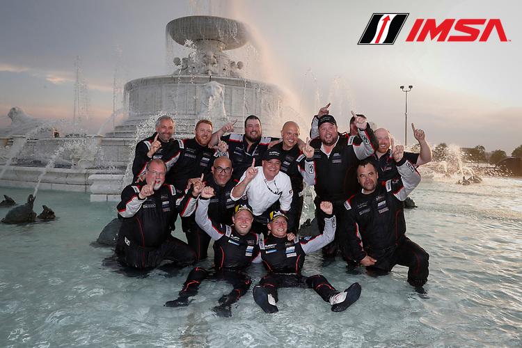 #01 Cadillac Chip Ganassi Racing Cadillac DPi, DPi: Renger van der Zande, Kevin Magnussen, Winners, Fountain