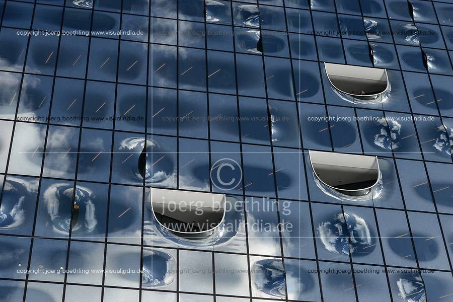 Germany, Hamburg, glass facade of concert hall Elbphilharmonie, Hotel The Westin