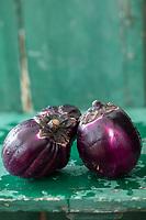 Gastronomie: Diététique : Aubergine Violette  de Sicile, Bio, //  Gastronomy: Dietetics: Sicilian Violet Eggplant, Organic,