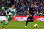 Arturo Vidal of FC Barcelona (R) is followed by Giovani Lo Celso of Real Betis during the La Liga 2018-19 match between FC Barcelona and Real Betis at Camp Nou, on November 11 2018 in Barcelona, Spain. Photo by Vicens Gimenez / Power Sport Images