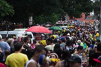 SÃO PAULO-SP-15.02.2014-BLOCO JEGUE ELÉTRICO-Foliões ao som da bateria do Bloco Jegue Elétrico na Praça Benedito Calixto e Rua Lisboa em Pinheiros.Região oeste da cidade de São Paulo na noite desse domingo de carnaval,15.(Foto:Kevin David/Brazil Photo Press)