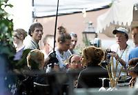 "L'attrice statunitense Julia Roberts sul set del film ""Mangia, Prega, Ama"", a Roma, 27 agosto 2009..U.S. actress Julia Roberts, right, is seen on the set of the movie ""Eat, Pray, Love"", in downtown Rome, 27 August 2009. .UPDATE IMAGES PRESS/Riccardo De Luca"