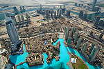 United Arab Emirates, Dubai: View over the Old Town from Burj Khalifa (world's tallest building) observation deck on 124th floor | Vereinigte Arabische Emirate, Dubai: Blick von der Aussichtsplattform im 124. Stock des Burj Khalifa