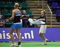 15-12-11, Netherlands, Rotterdam, Topsportcentrum, Kiki Bertens ontvangt een handdoek van een ballenjongen