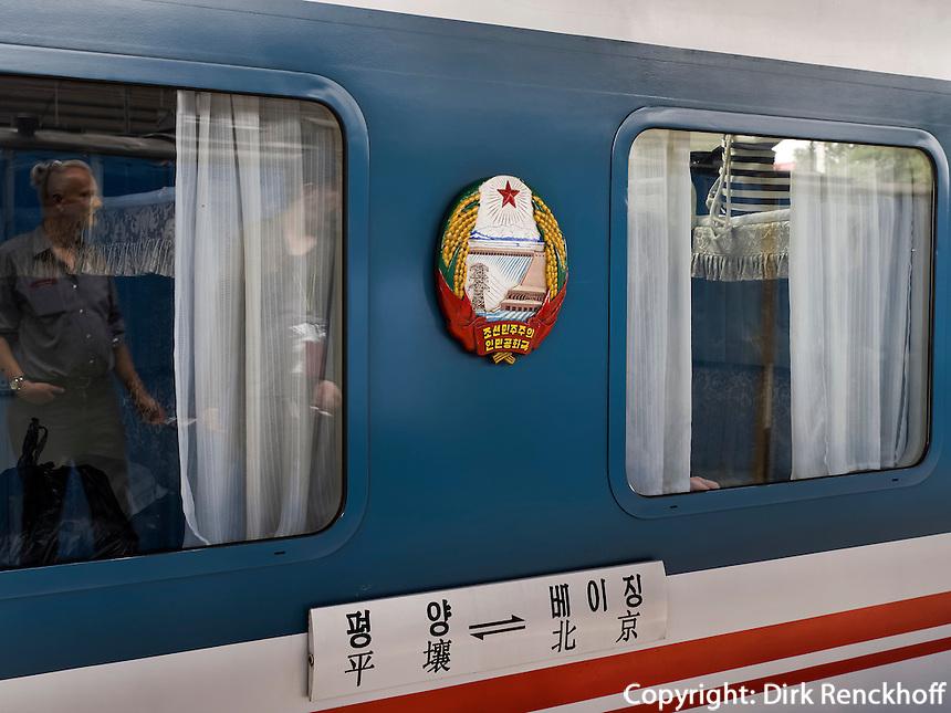 Zug von Peking nach Pyongyang, Nordkorea, Asien<br /> Train Beijing-Pyogyang, North Korea, Asia