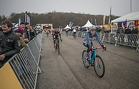 Katie Compton (USA/KFCracing) doing some warm-up runs on the start straight<br /> <br /> 2016 CX UCI World Cup Zeven (DEU)