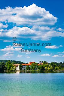 Deutschland, Bayern, Oberbayern, Chiemgau, Seeon-Seebruck: Kloster Seeon - ehemaliges Benediktinerkloster am Klostersee   Germany, Bavaria, Upper Bavaria, Chiemgau, Seeon-Seebruck: Monastery Seeon - former Benedictine monastery - at Monastery Lake