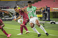 IBAGUE - COLOMBIA, 30-03-2021: Juan David Rios del Tolima disputa el balón con Danovis Banguero de Nacional durante partido entre Deportes Tolima y Atlético Nacional por la fecha 16 como parte de la Liga BetPlay DIMAYOR I 2021 jugado en el estadio Manuel Murillo Toro de la ciudad de Ibagué. / Juan David Rios of Tolima struggles the ball with Danovis Banguero of Nacional during match between Deportes Tolima and Atletico Nacional for the date 16 as part of BetPlay DIMAYOR League I 2021 played at Manuel Murillo Toro stadium in Ibague. Photo: VizzorImage / Juan Torres / Cont
