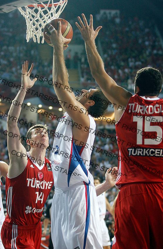 Nenad KRSTIC (Serbia)   passes Hidayet TURKOGLU (Turkey) and Omer ASIK (Turkey) during the semi-final World championship basketball match against Turkey in Istanbul, Serbia-Turkey, Turkey on Saturday, Sep. 11, 2010. (Novak Djurovic/Starsportphoto.com) .
