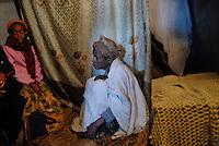 ethiopia, addis abeba, ragazza, vittima di abuso sessuale, nella propria casa con la madre..Girl, in the past sexual victim, in her home with the mother