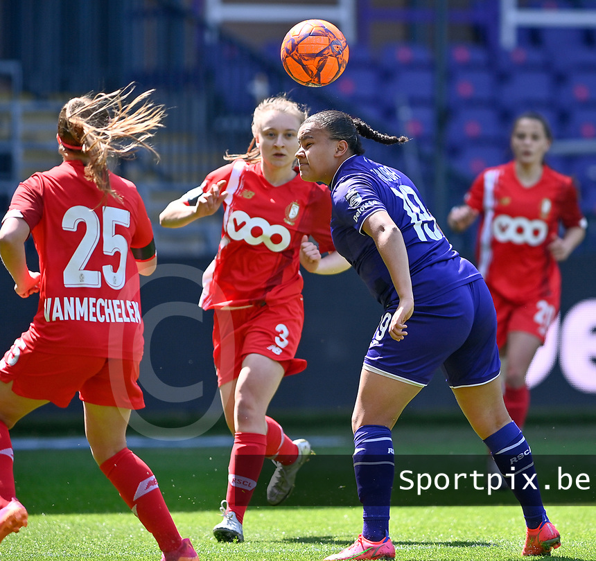 Mariam Abdulai Toloba (19) of Anderlecht pictured in action during a female soccer game between RSC Anderlecht Dames and Standard Femina De Liege on the third matchday of play off 1 of the 2020 - 2021 season of Belgian Womens Super League , saturday 24 th of April 2021  in Brussels , Belgium . PHOTO SPORTPIX.BE   SPP   DAVID CATRY